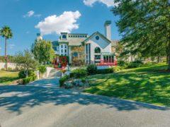 居外网在售美国塔斯廷富特希尔斯5卧4卫的房产USD 2,395,000