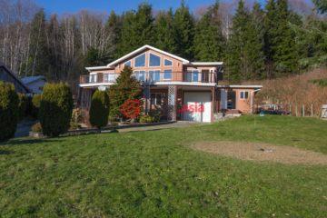 居外网在售加拿大4卧4卫原装保留的房产总占地1578平方米CAD 1,100,000